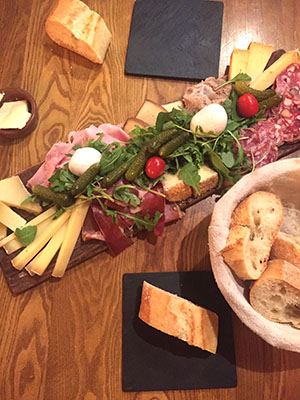 Plancha charcuterie fromage